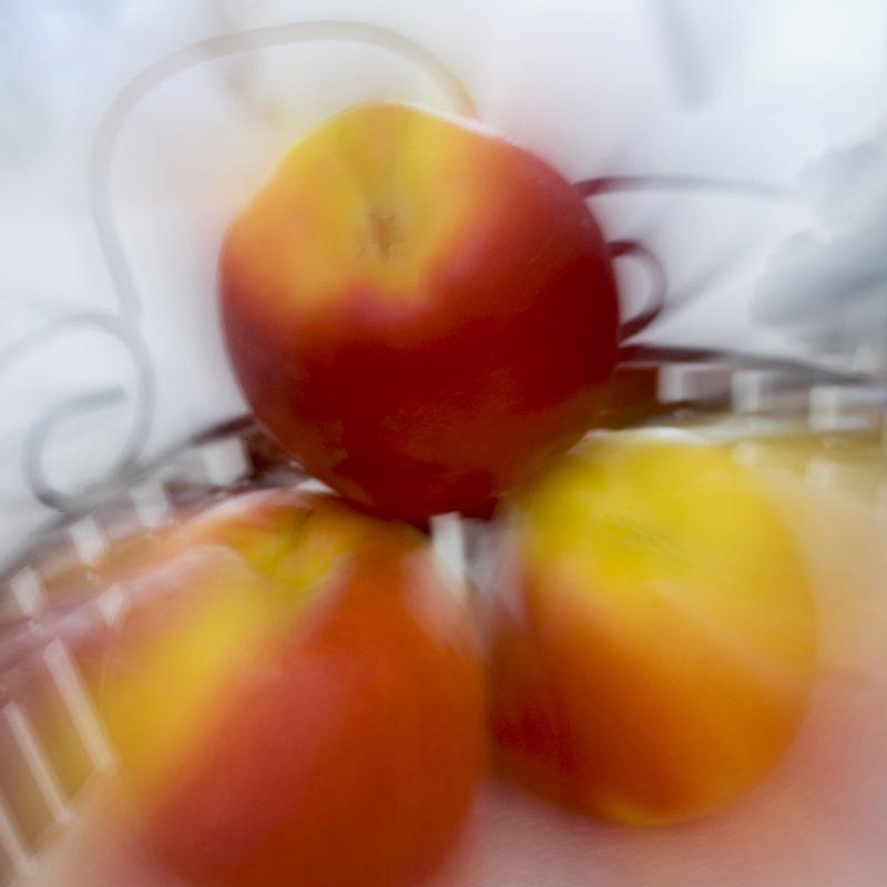 Abstract Apples.jpg :: ©2009 www.lkgphoto.com