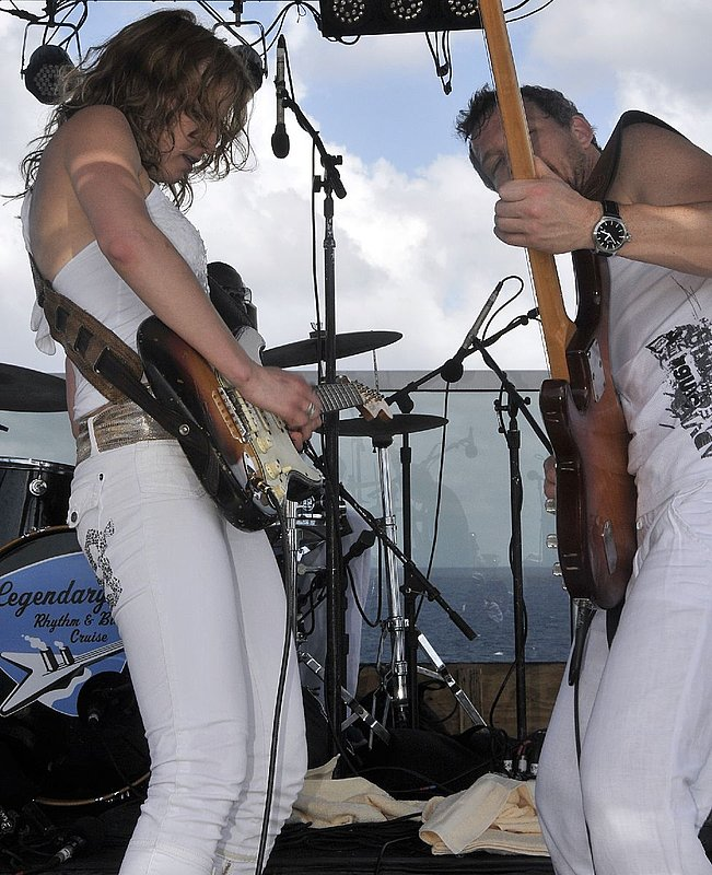 AP-Band-2009-0129_ND36832e.jpg