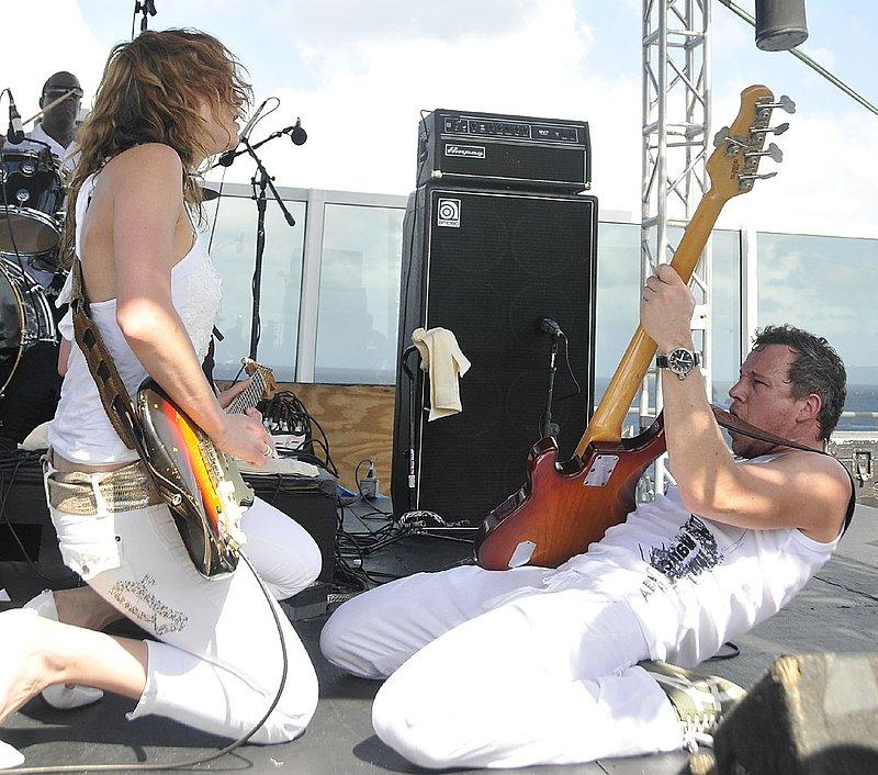 AP-Band-2009-0129_ND36842e.jpg