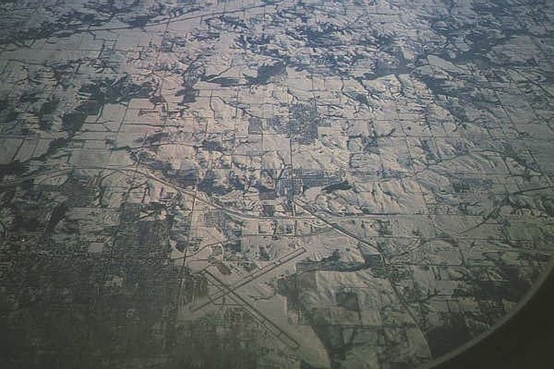 DESMOI~1.jpg :: Views of Mississippi during spring flood of 2002. Views of Davenport and travel down to Muscatine.