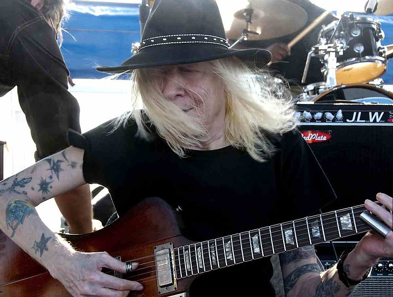 JLW-Johnny Winter-LRBC-2009-0125-002e.jpg