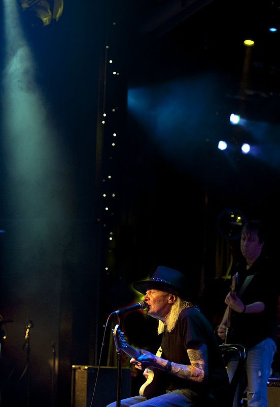 JW-Johnny Winter-LRBC-2010-0124-014e.jpg