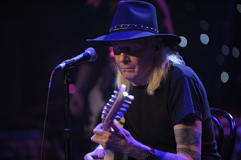 JW-Johnny Winter-LRBC-2010-0124-031e.jpg