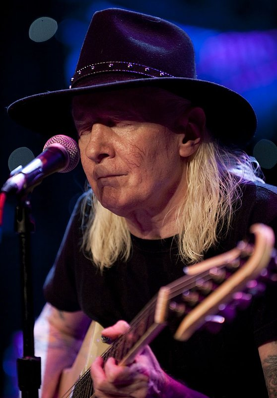 JW-Johnny Winter-LRBC-2010-0124-060e.jpg