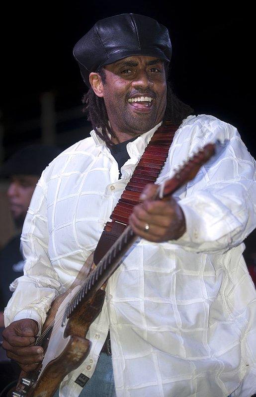 Jam-KN-Kenny Neal-LRBC-2010-0123-104e.jpg