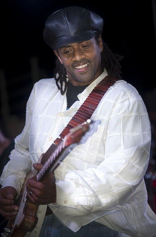 Jam-KN-Kenny Neal-LRBC-2010-0123-119e.jpg