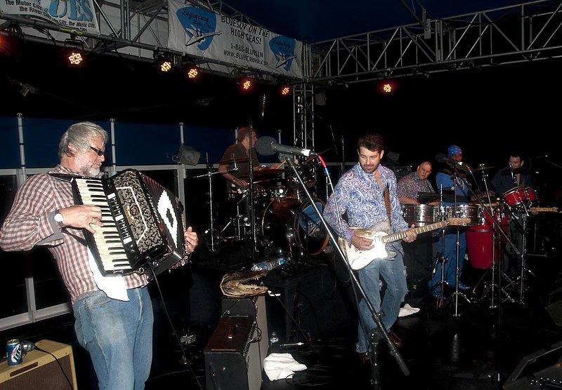 TB-Band-LRBC-2010-0123-005e.jpg