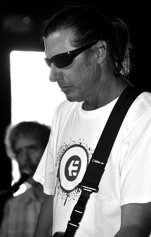 _ND30954ebw.jpg :: Kevin Pakulis Band, Rialto, Tucson, August 16, 2008