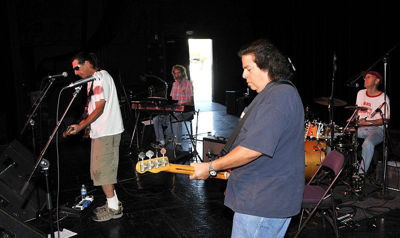 _ND30957e.jpg :: Kevin Pakulis Band, Rialto, Tucson, August 16, 2008