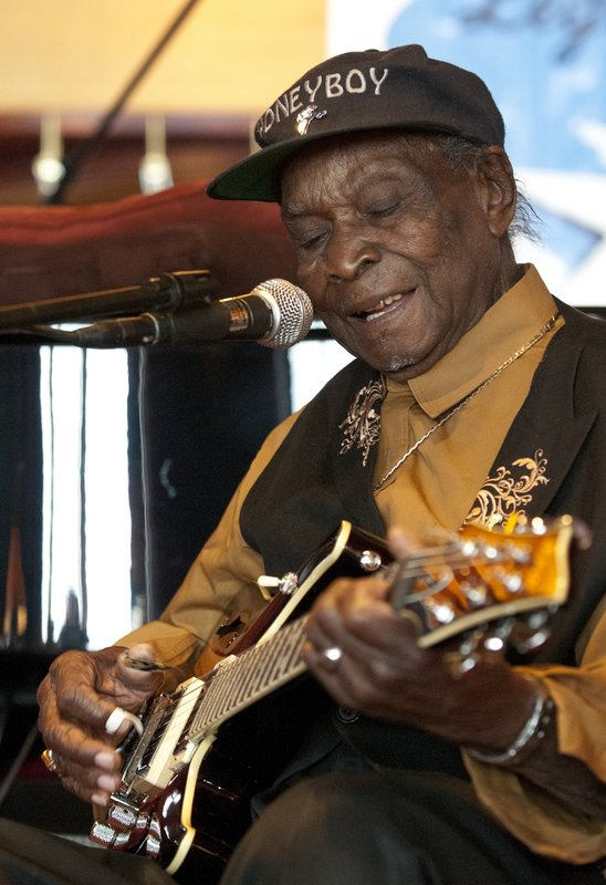 DHE_David_Honeyboy_Edwards_LRBC_Oct_2010_1018_0047e_web.jpg