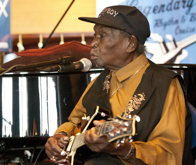 DHE_David_Honeyboy_Edwards_LRBC_Oct_2010_1018_0051e_web.jpg