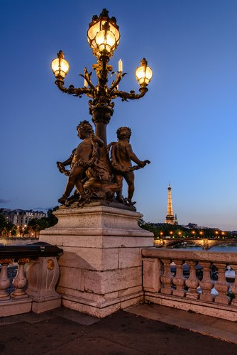 Pont Alexandre III Bridge Lamp.jpg