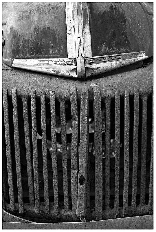 Ford-grill.jpg