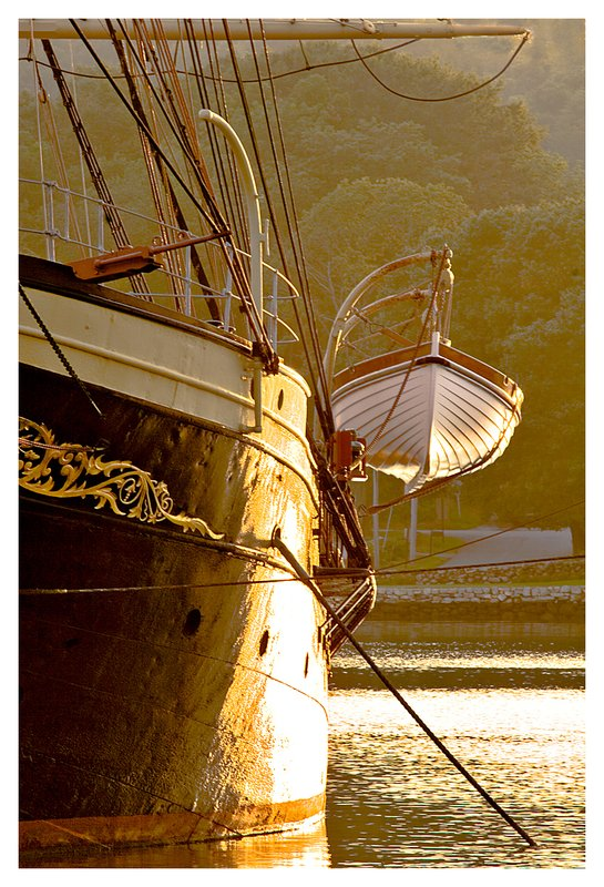 lifeboat-Conrad.jpg :: Mystic - The Joseph Conrad and lifeboat.