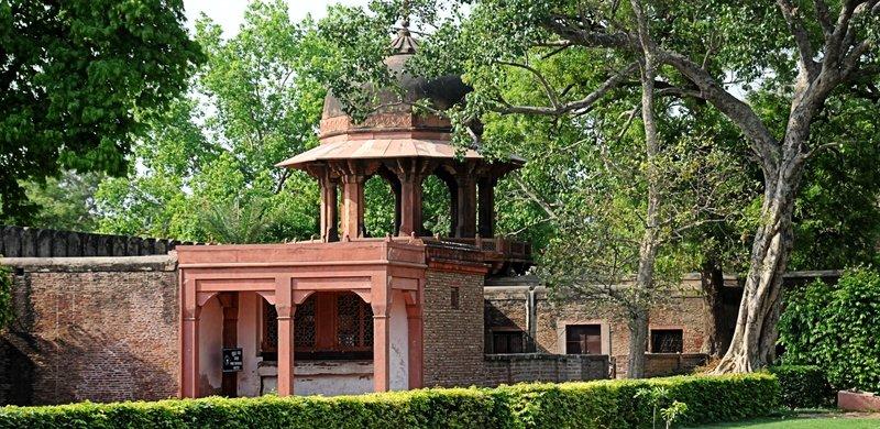 Agra Daulah Tomb N 9876.jpg