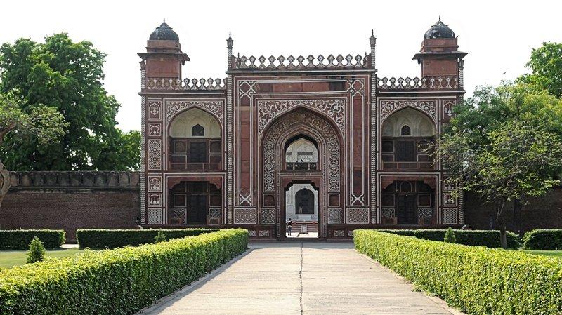 Agra Daulah Tomb N 9882.jpg