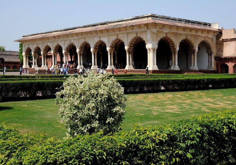 Agra Fort N 9749.jpg