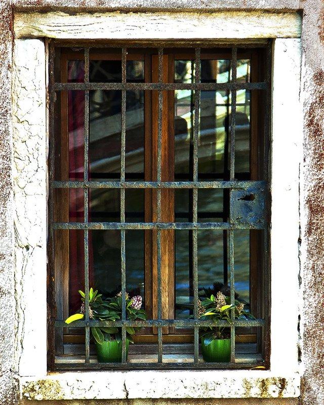 IMG_10331-3x4.jpg :: Cafe Window, Sarlat, France