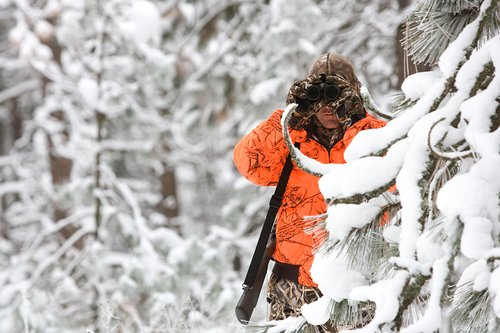 ©TC-Rifle Hunter in Snow-D089999-00007.jpg