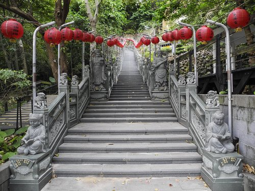 Taiwan Huiji Temple entrance.jpg
