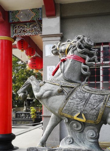 Taiwan Huiji temple horse.jpg