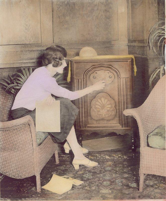TuningRadio.jpg :: Tuning Radio,1920s