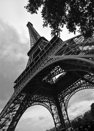 Eiffel Tower Paris France.jpg
