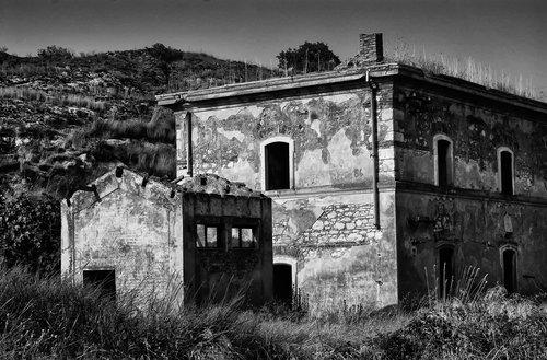 Empty House   Caltagirone Sicily.jpg