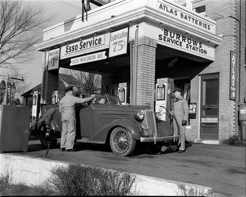 A367-B Burrows Service Station 6621 Wisconsin Ave 1942.jpg