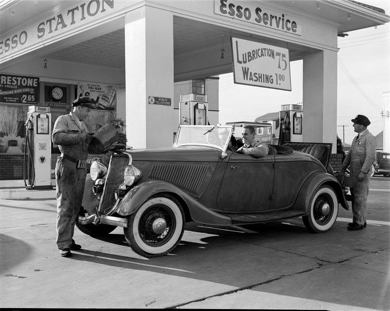 A367-E2 Eastham Esso Station 1942.jpg