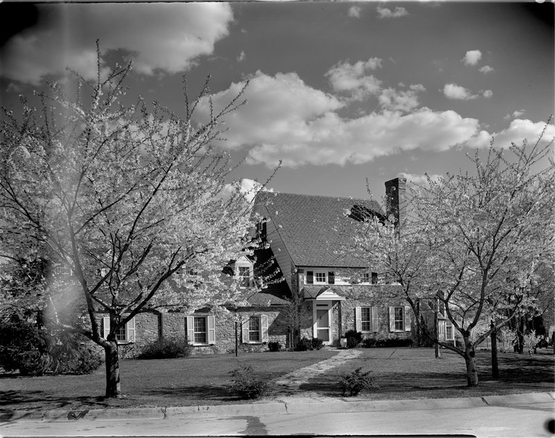 A368-A Kenwood Home Cherry Blossoms 1939.jpg :: 1939 Kenwood Cherry Blossoms