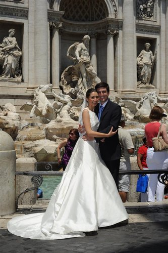 bride groom at trevi 30-6-10 (2).jpg