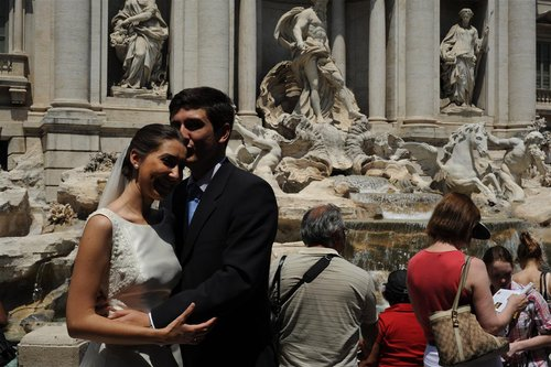 bride groom at trevi 30-6-10 (5).jpg