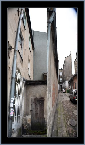 Czestochowa Alley 02.jpg