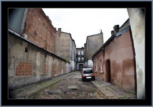 Czestochowa Alley 04.jpg