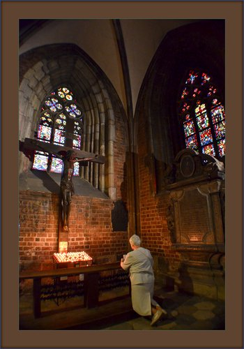 St Eliz Crux 01.jpg