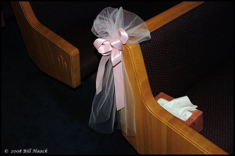300_DSC_8419 pew bow box kleenex Mom of Bride 001 edited 1200x800 060708.jpg