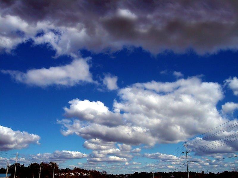 30_100_28221 several clouds 102505.jpg