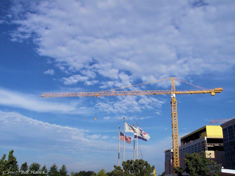 35_100_1089 crane blue sky 081905.jpg