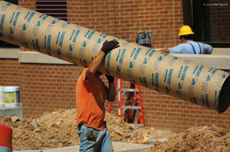 40_DSC_4644 worker pipe 060607.jpg