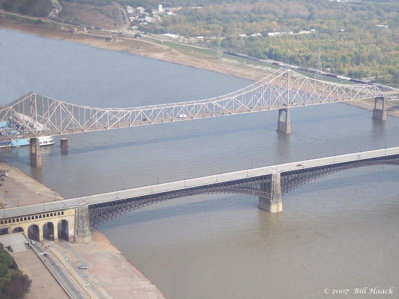 60_100_2660 mississippi river bridges from arch 101907.jpg
