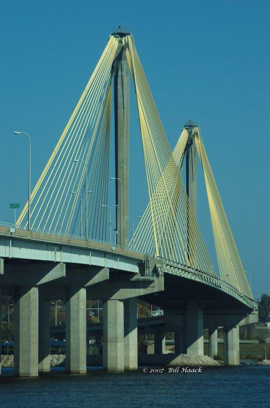 60_DSC_2148 GRR Clark Bridge Alton 003 110907.jpg :: The Clark Bridge crossing the Mississippi River into Alton, IL from Missouri just north of St Louis is a beautiful example of a dual suspension bridge.