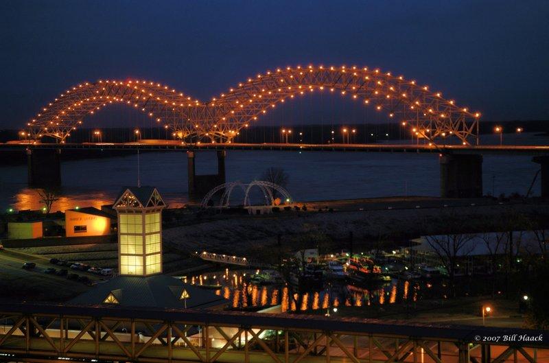 60_DSC_2215 Memphis bridge nite 121107.jpg :: The famous \