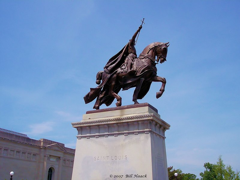 64_100_0405 St Louis 050705.jpg :: Life-size statue of a mounted St. Louis in front of the St. Louis Art Museum in Forest Park.