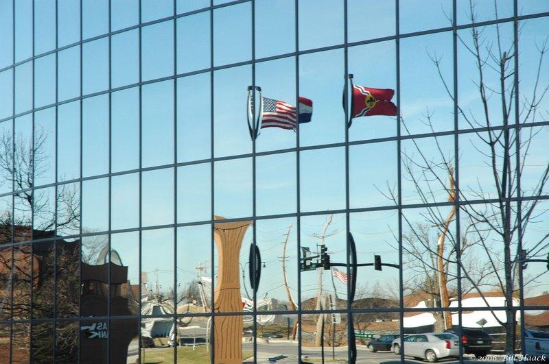 75_DSC_1093 mirror bldg flags 012606.jpg