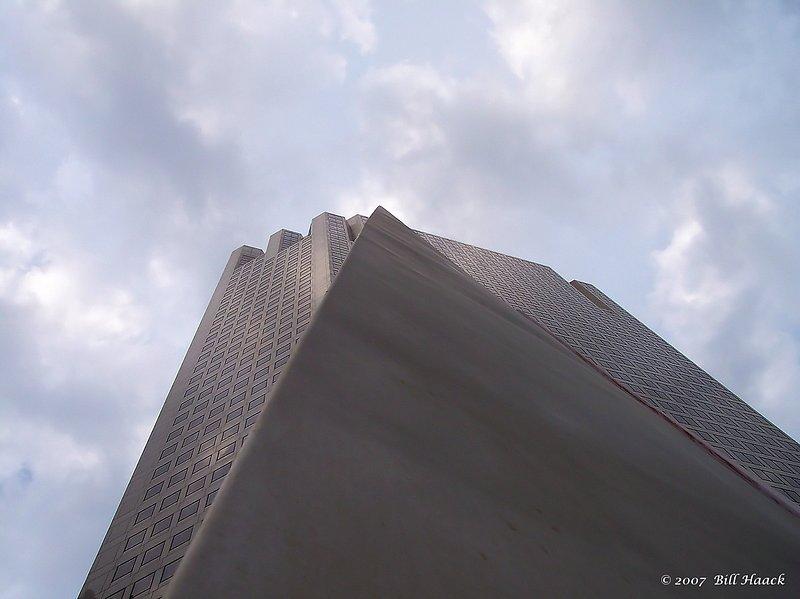 76_100_0595 building angle sky shot 071805.jpg