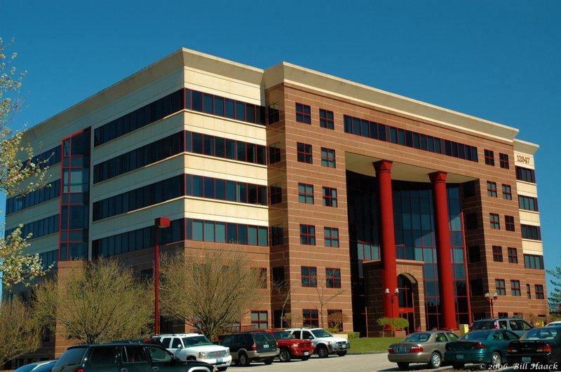 76_DSC_3015 red column building 031506.jpg