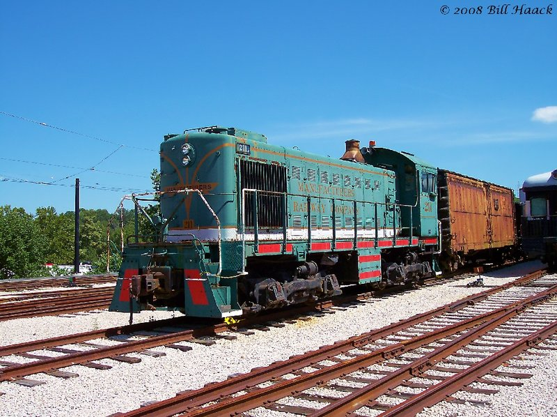 89_100_0115 Manu Railway Co blue Locomotive 080604.jpg
