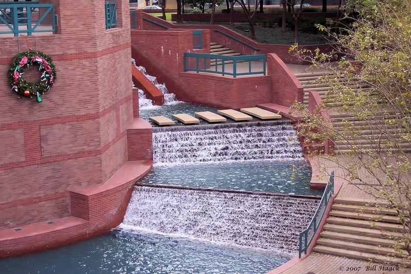 92_100_4322 Wortham fountain Housron 021607.jpg