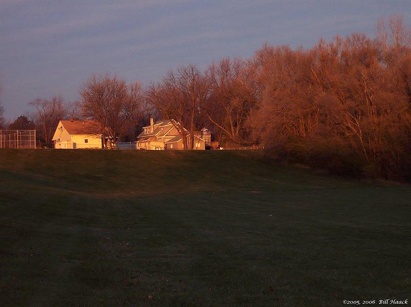 97_100_3180 dawn on farm house 120205.jpg
